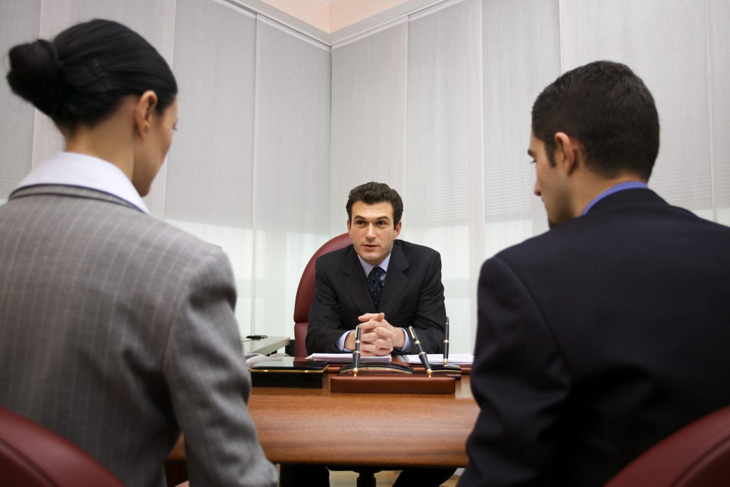 La importancia de contratar a un abogado laboral